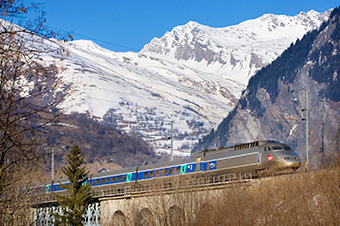 ski package with train